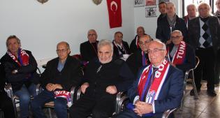 BAYRAMPAŞA'NIN FUTBOL DUAYENLERİ TUNA'DA BULUŞTU