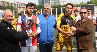 ŞAMPİYON U19 KUPASINI ALDI